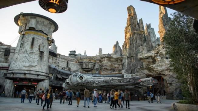 Weekend: Star Wars: Galaxy's Edge Debuts