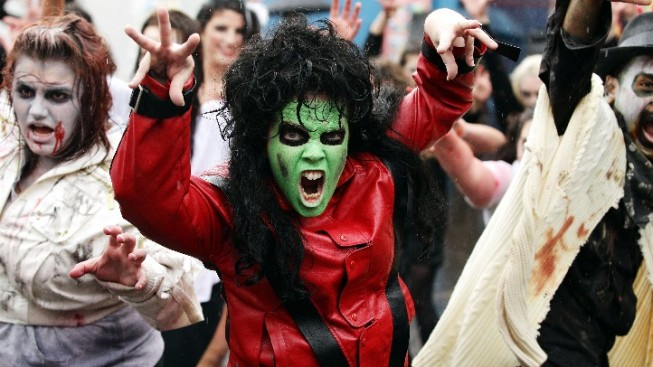 "Claws Up, ""Thriller"" Fans"