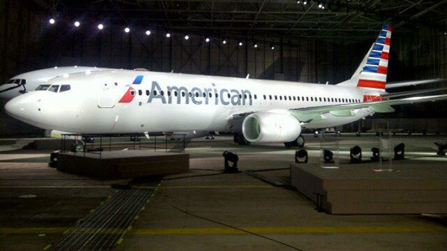 "American Airlines Apologizes for ""Deaf and Dumb"" Note"