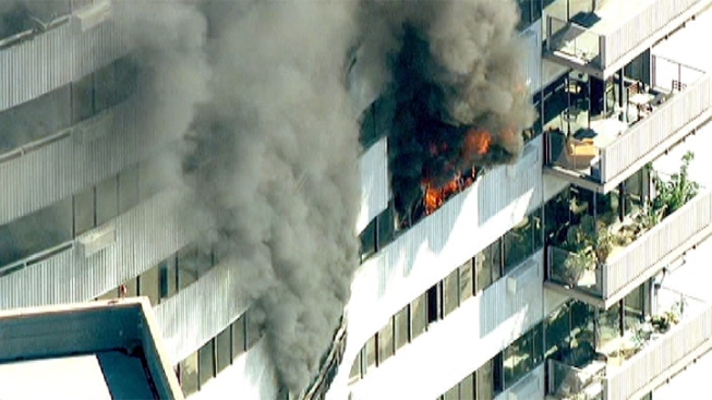 West la high rise fire cause undetermined lafd nbc for Highrise apartments in los angeles