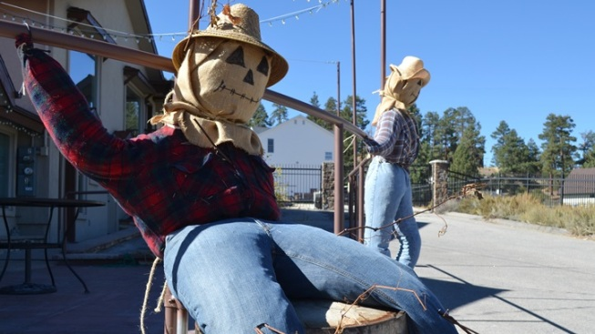Scarecrows: Figures of Fall to Dot Big Bear