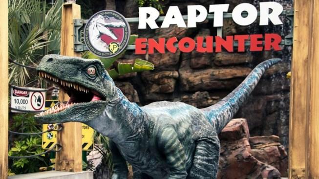 'Jurassic World' Velociraptor Jumps into Universal Studios