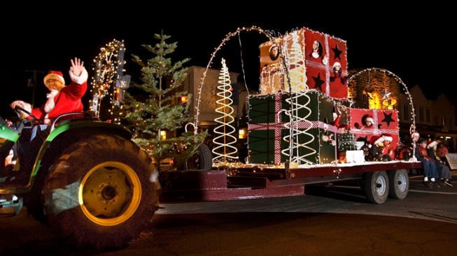 Quirky Roll: Calistoga Lighted Tractor Parade