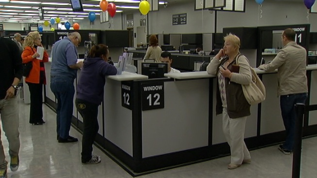 Dmv office in glendale reopened for business nbc for Department of motor vehicles glendale ca