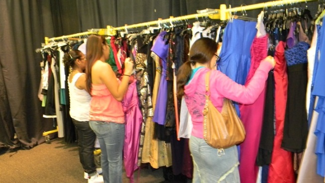 Donate a Dress to the Renal Teen Prom