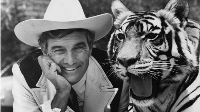 Cal Worthington, Famed Car Salesman, Dies at 92