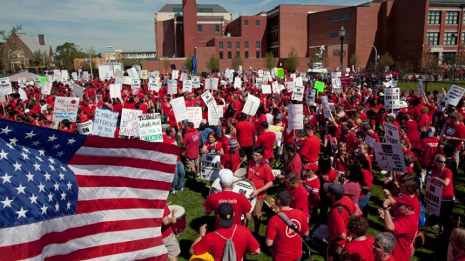 Chicago Strike Tests Unions' Sway in Reform Fight