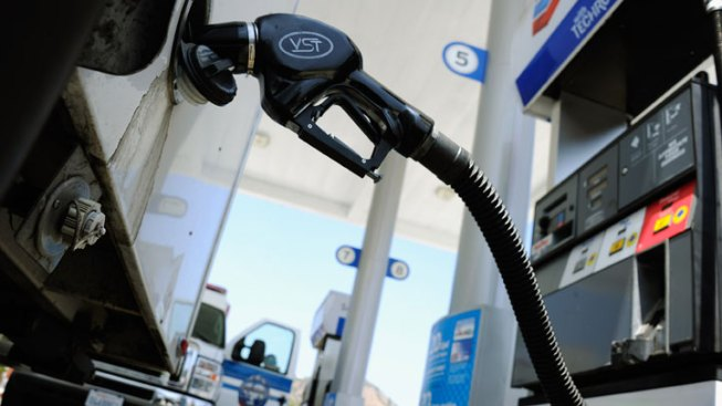 CA Gas Prices Drop But Drivers Still Hurting