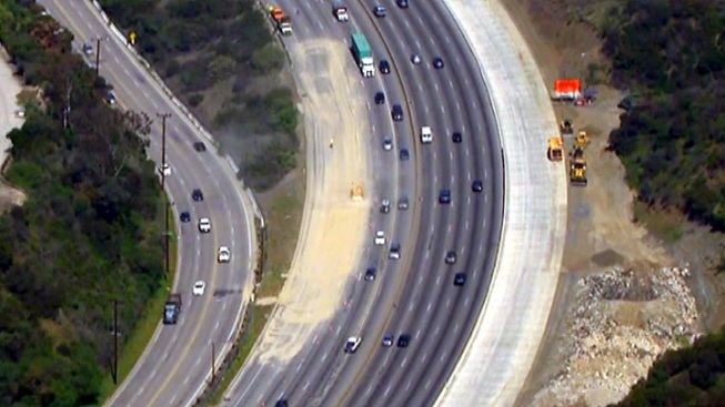 Gravel Spill Blocks Southbound 405 Freeway Lanes in Sepulveda Pass