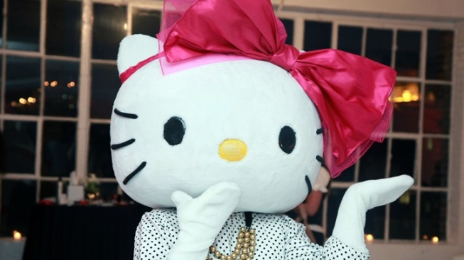 Bows on, LA: Find Holiday Hello Kitty Fun