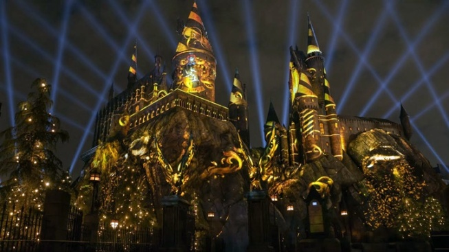 Accio, Wizarding World Nighttime Lights at Universal!