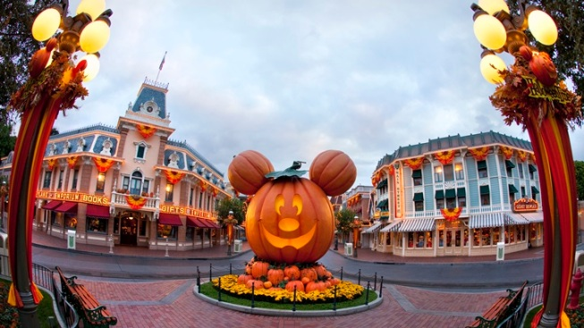 Weekend: Halloween Time at Disneyland