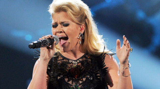 "Kelly Clarkson Blasts U.K. Paper for ""Obnoxious"" and ""Arrogant"" Misquotes, Claims of Anorexia"