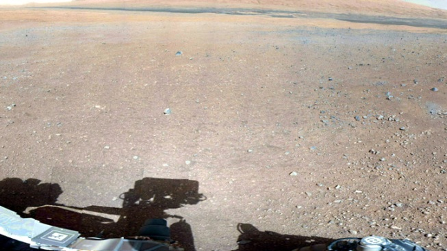Mars Rover Curiosity Comes in Peace With High-Resolution Camera