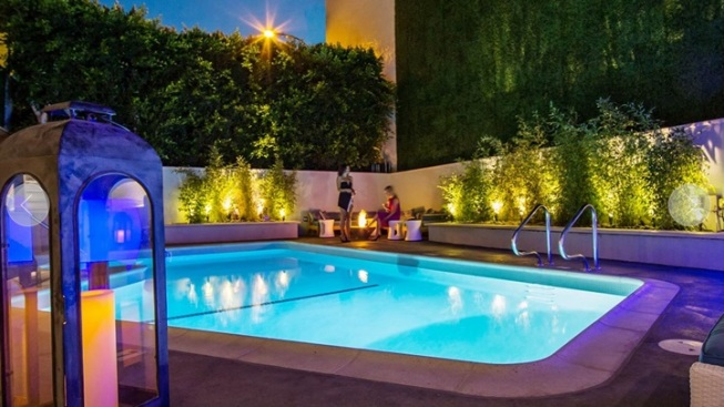 Glittery Gussy Up: Mosaic Hotel in Beverly Hills
