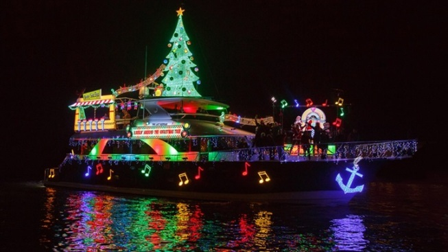 Weekend: 106th Newport Beach Christmas Boat Parade