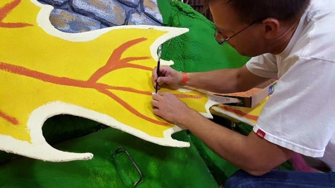 Weekend: Rose Parade Float Decorating