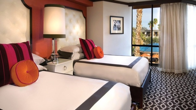Palm Springs Hotels Offer Discounts for Mountain Fire Evacuees