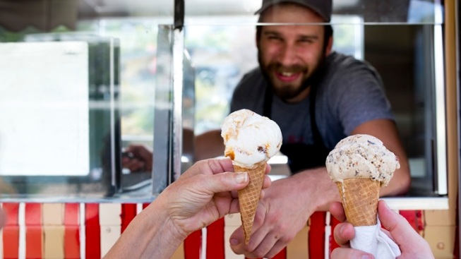 $1 Scoops Fundraiser: Salt & Straw Truck