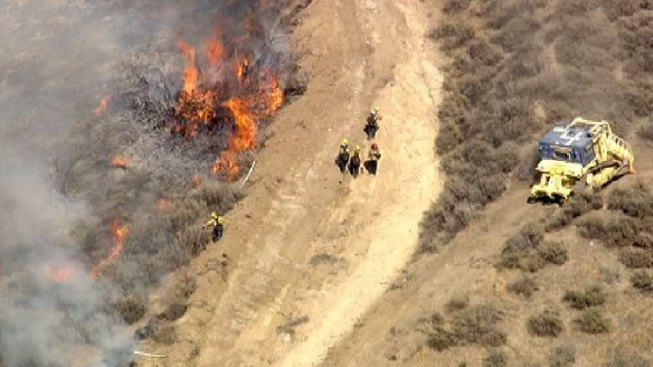 Brush Fire in Simi Valley Forces Metrolink to Shut Down