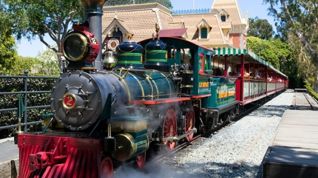 Disneyland Trains: A New (and Rare) Peek