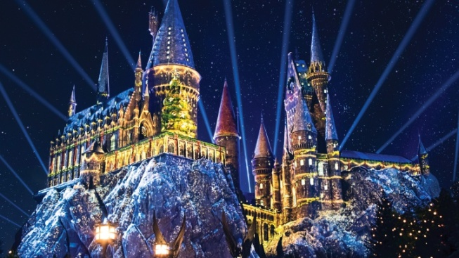 snowfall to enchant christmas in the wizarding world universal studios hollywood