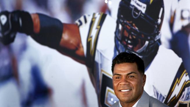 Seau Honored at Samoan Fest