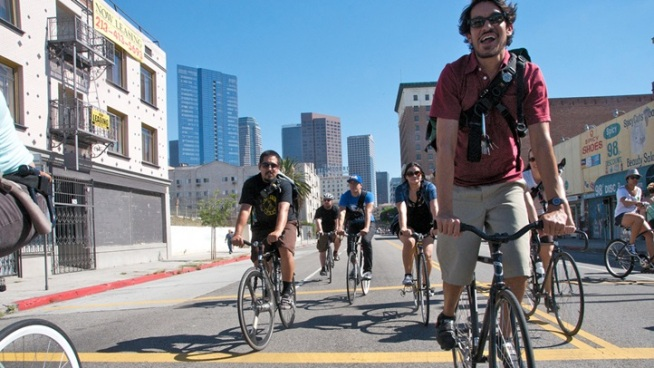 CicLAvia Touches Down on Wilshire Boulevard