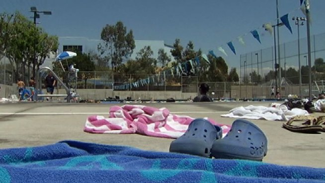 LA to Keep Pools Open Till Labor Day