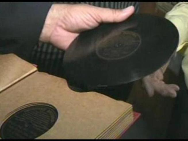 At age 88 Music Man Murray is selling his collection of 300,000 records, tapes, and CDs, and closing his shop in order to pursue a career in acting.