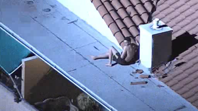 Man Perched on Apartment Complex Roof During Hawaiian Gardens Standoff & Man Perched on Apartment Complex Roof During Hawaiian Gardens ... memphite.com