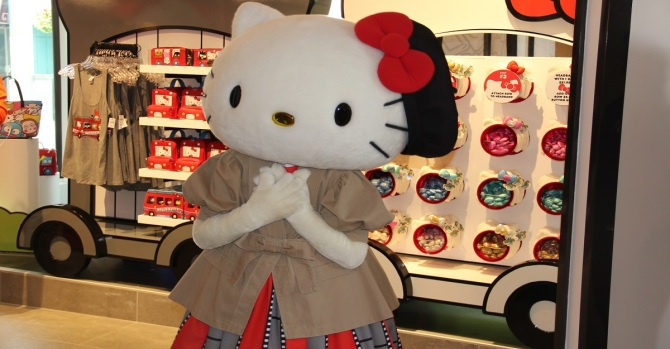 [LA COPY] Look Inside: The Hello Kitty Store at Universal Studios is Open