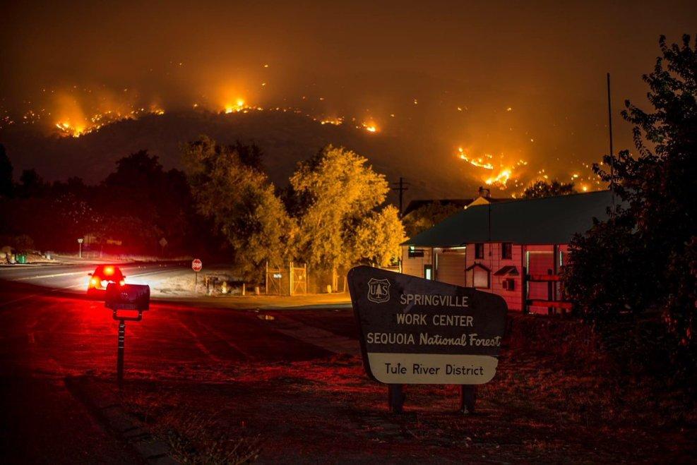 Забавное, интересное, шокирующее - Страница 39 09-04-2017-pier-fire-highway-190-springville-tulare-county-calfire