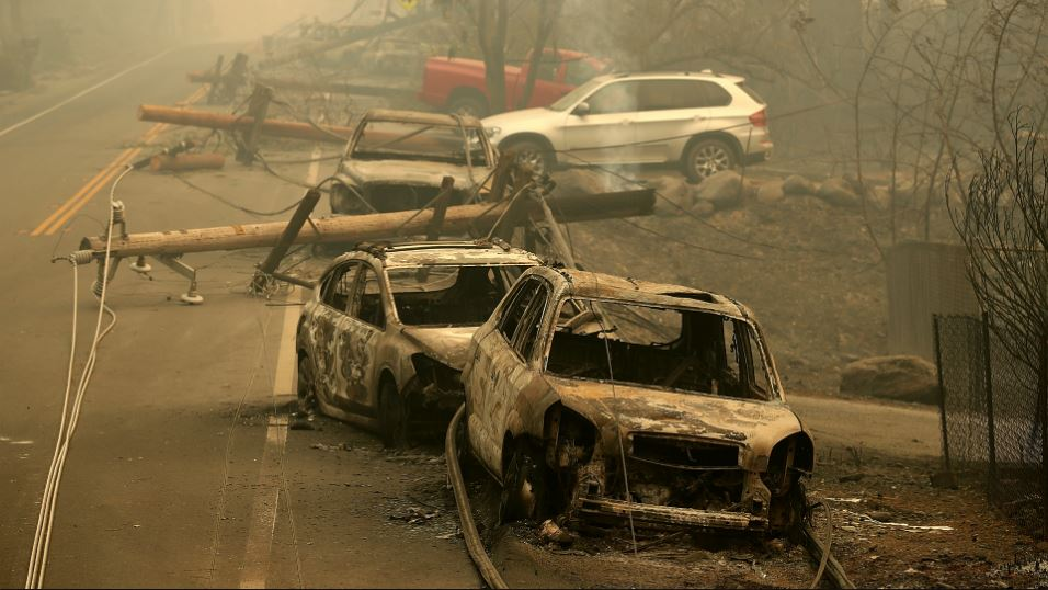 Power lines rest on cars that were burned by the Camp Fire on November 10, 2018 in Paradise, California. (Photo by Justin Sullivan/Getty Images)