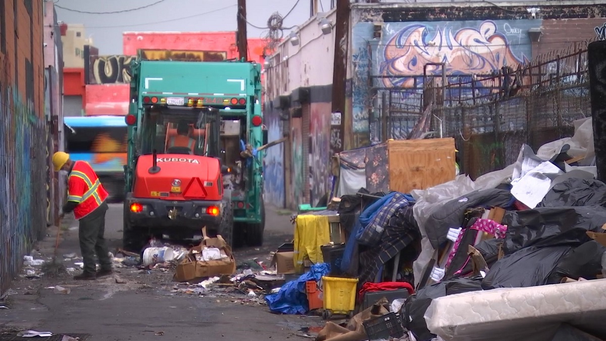 LA Finally Cleans Up Rat-Infested Garbage Mountain Ignored by Mayor