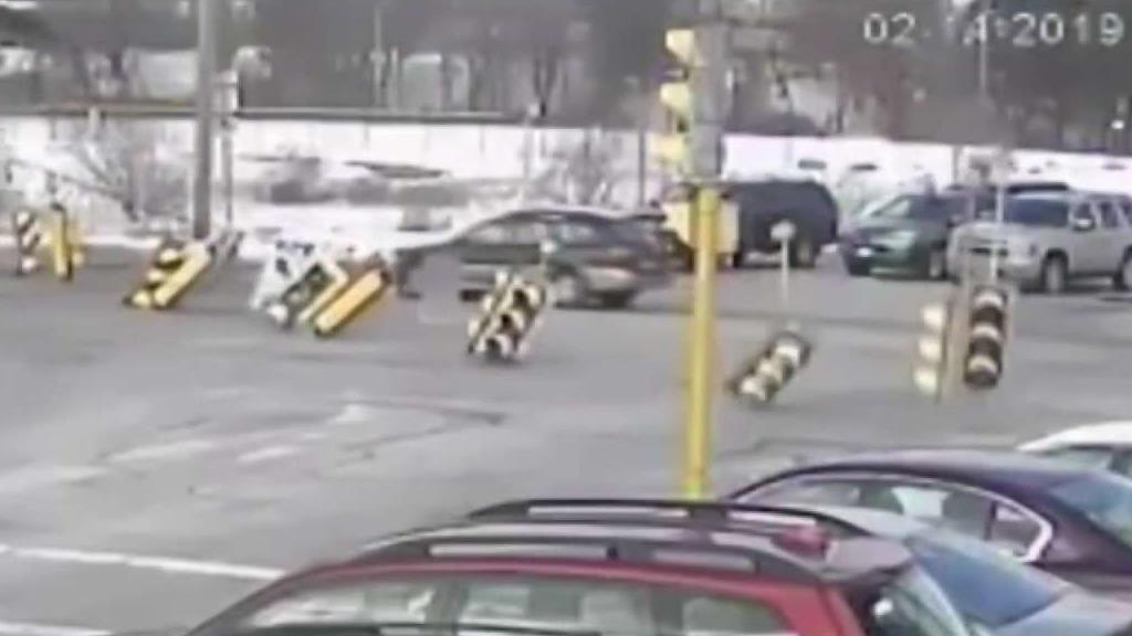 CAUGHT ON CAMERA: Traffic Lights Fall Into Busy Intersection