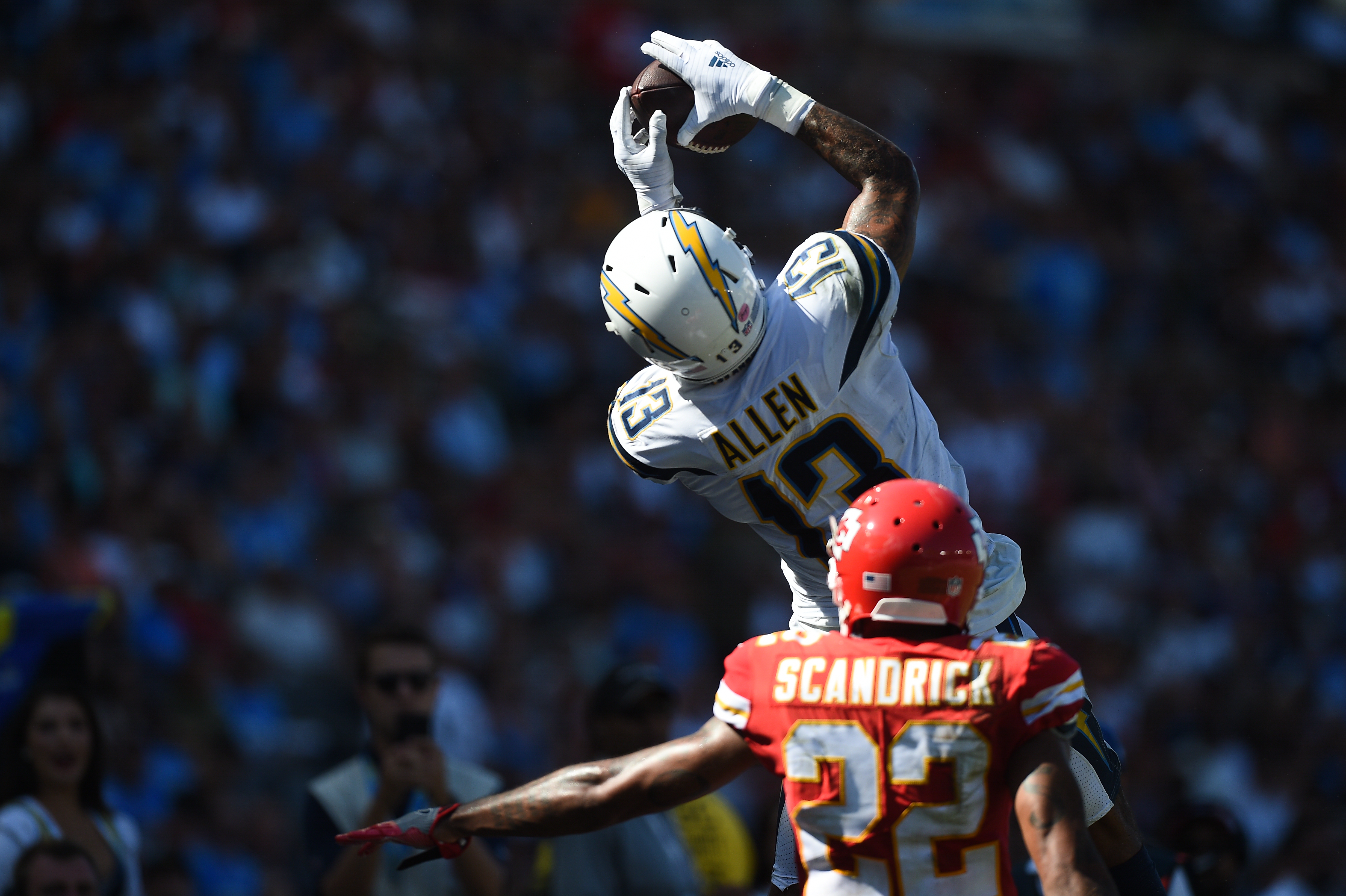 Wide receiver Keenan Allen #13 of the Los Angeles Chargers makes a catch in front of cornerback Orlando Scandrick #22 of the Kansas City Chiefs at StubHub Center on September 9, 2018 in Carson, California. (Photo by Kevork Djansezian/Getty Images)
