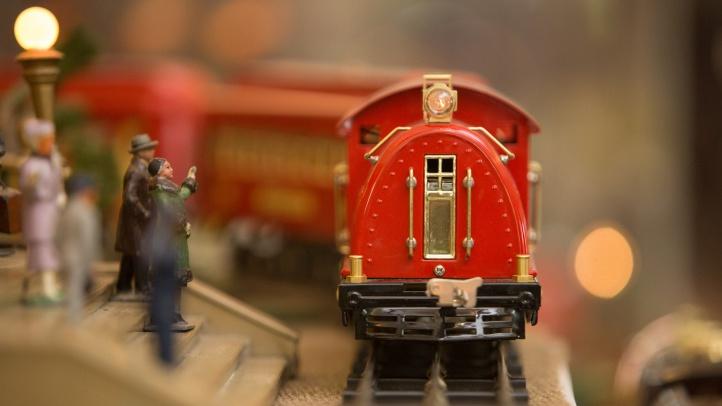 Model Trains Choo-Choo-ing at the Nixon Library