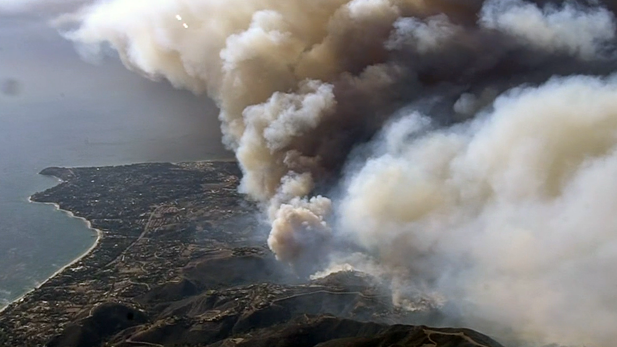 Smoke from the Woolsey Fire in the Malibu area was sending smoke and ash into the sky Friday, Nov. 9, 2018.
