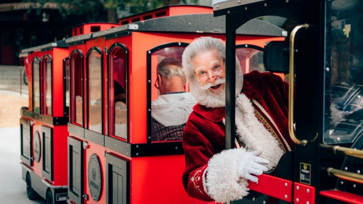 Breakfast with Santa and tea with Mrs. Claus are on the schedule at the merry seasonal happening, which is now through Jan. 6, 2019.